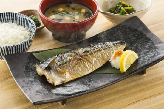 Vitamin B12 deficiency: Mackerel and seaweed are rich in vitamin B12.